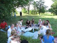 Молоді полтавські письменники читають свої твори. Кованьківка, літо 2011