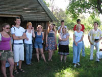 Молоді літератори та громадські діячі спілкувалися і навчалися на семінарі. Кованьківка, літо 2011.