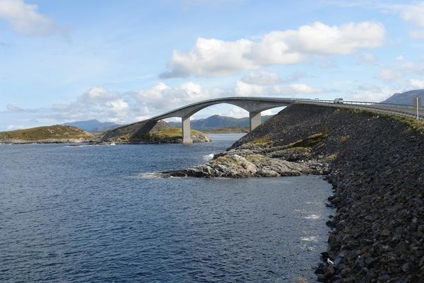 Норвегія Всі трансакції фонду практично в режимі онлайн розміщуються на доступному всім громадянам сайті